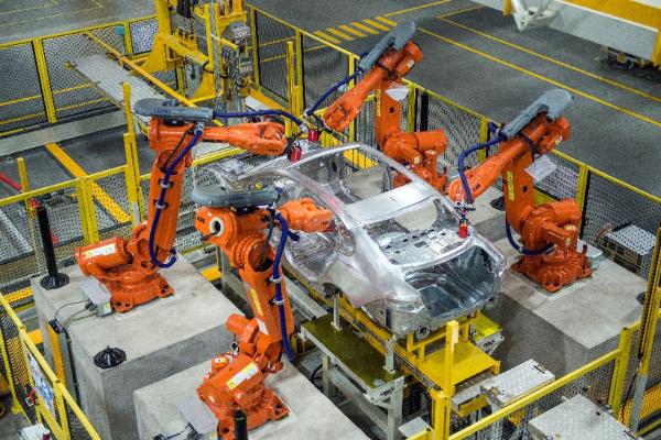 全新捷豹XFL彰显新英伦风范,奇瑞捷豹路虎领航全铝技术