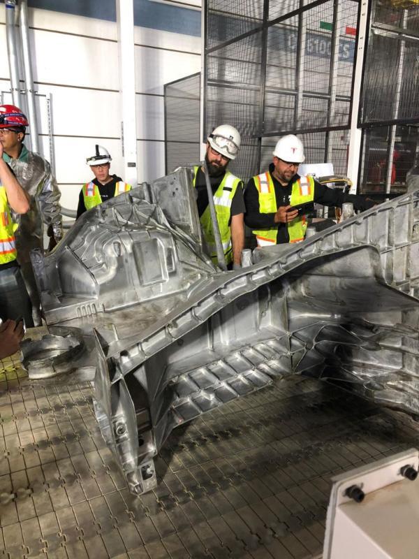 特斯拉德州超级工厂生产出第一个Model Y巨型浇铸件