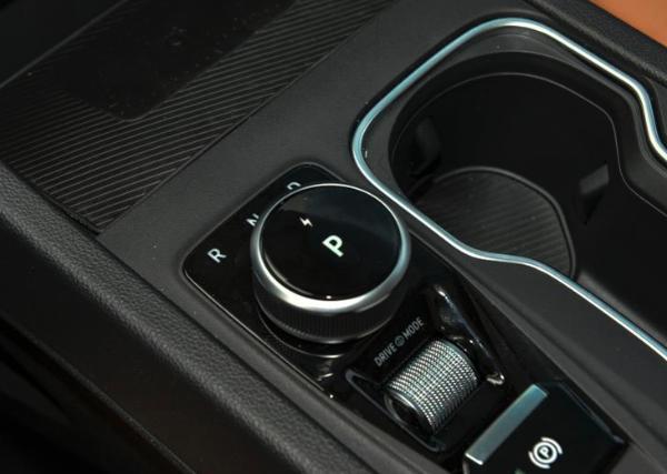 威马W6北京区域正式上市 售16.98万起/国内首款无人驾驶量产车