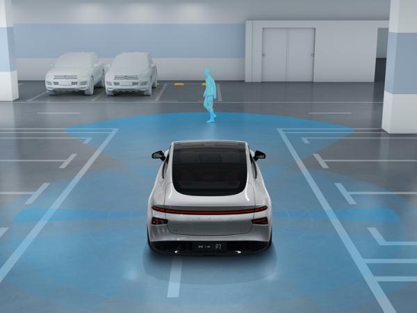 小鹏P7小范围公测新系统 停车场记忆泊车功能开放