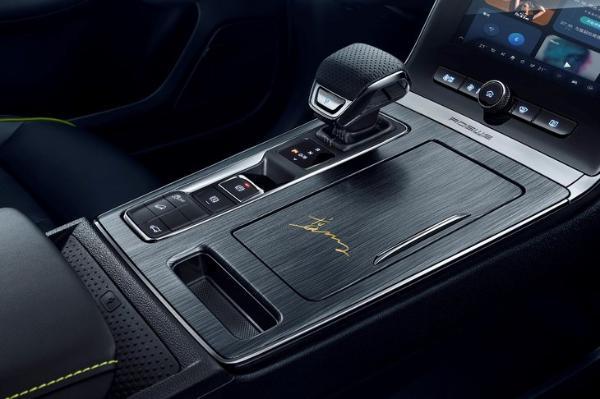 配专属签名 新款荣威RX5 PLUS限定版开启预售 预售13.98万元