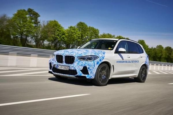 宝马氢燃料电池原型车路试 预计2022年推出