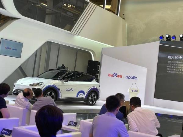百度Apollo联手极狐打造第五代五人车 成本仅需48万元
