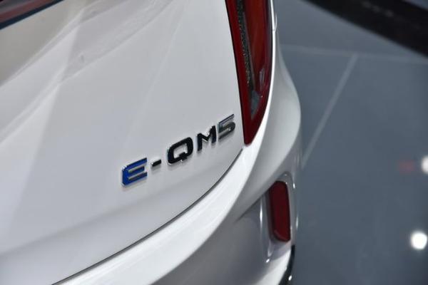 主打高端网约车市场 一汽红旗首台E-QM5白车身下线