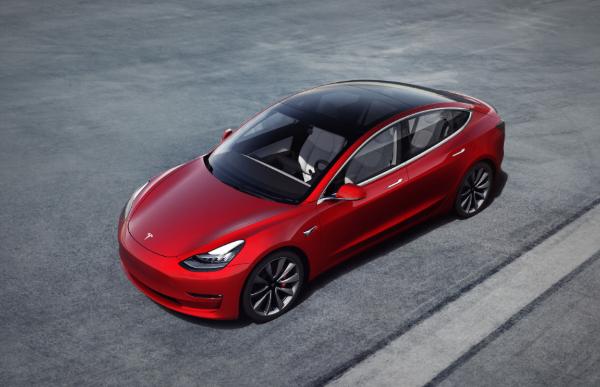 特斯拉Model 3重获消费者报告和美国保险协会安全推荐