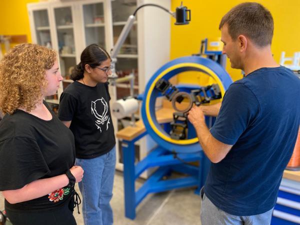 普渡大学合作研发技术 让电动汽车能够边行驶边充电