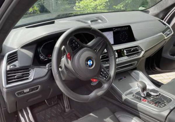 全新宝马X5 M实拍图曝光 搭4.4T V8发动机
