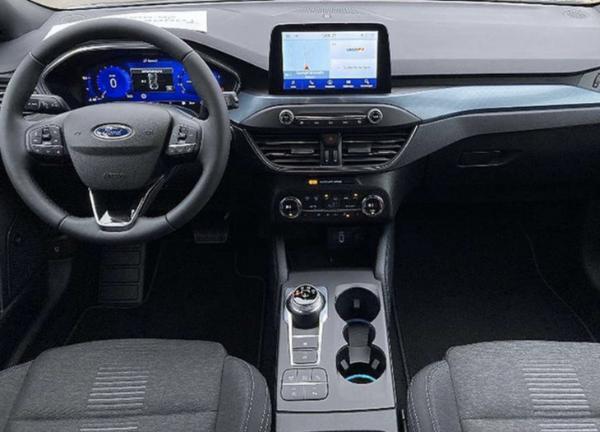 全新福特福克斯实拍图曝光 未来将换装四缸发动机