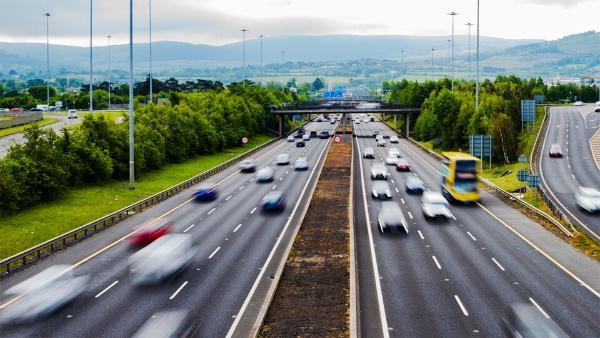 研究人员开发新模型 可帮助预测车辆变道