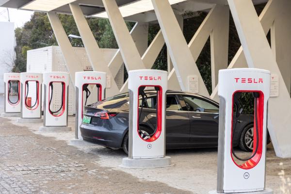 浅谈特斯拉能源补充体系:车主充电焦虑何解?
