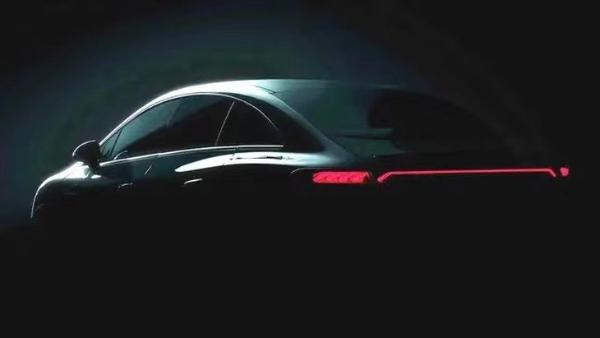 奔驰EQE纯电轿车曝光 或于9月亮相慕尼黑车展