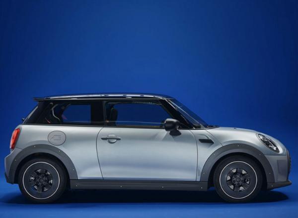 全球一台/裸露框架,MINI发布与时装设计师合作款车型