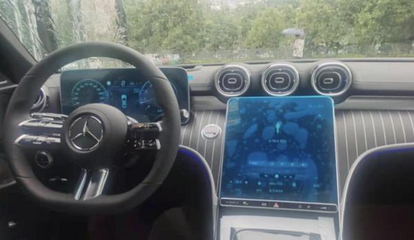 全新奔驰C级到店实拍图曝光 将于8月27日正式上市