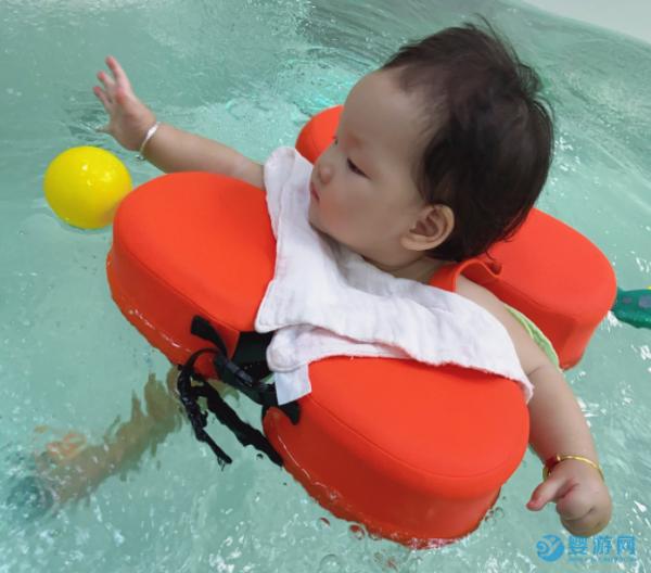 再冷的天也要带宝宝去婴儿游泳馆,有这些好处
