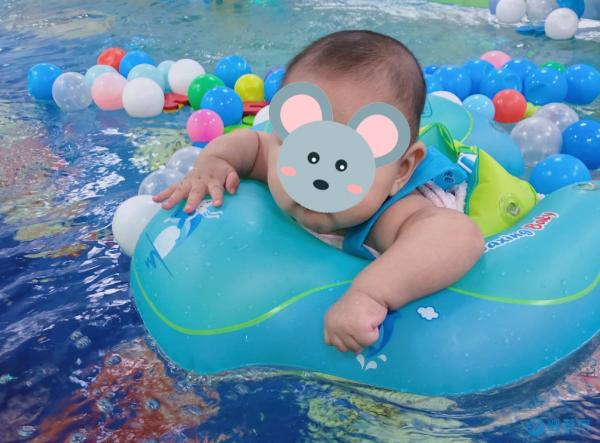 冬天温暖宝宝不仅仅是厚衣服,还有婴幼儿游泳