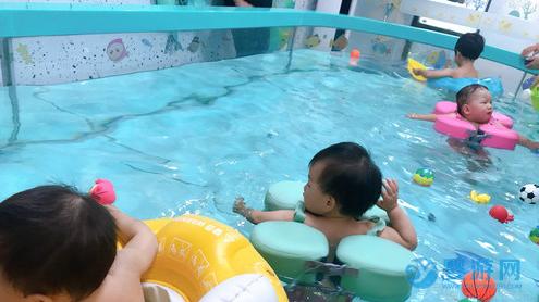 坚持在冬天带孩子游泳的,都是有远见的家长