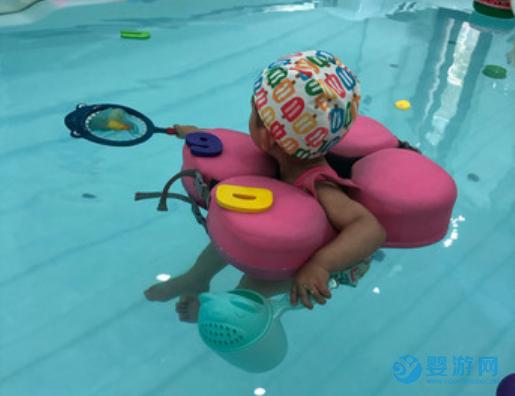 谁说孩子冬天不能玩水?恒温婴儿游泳馆早已火爆