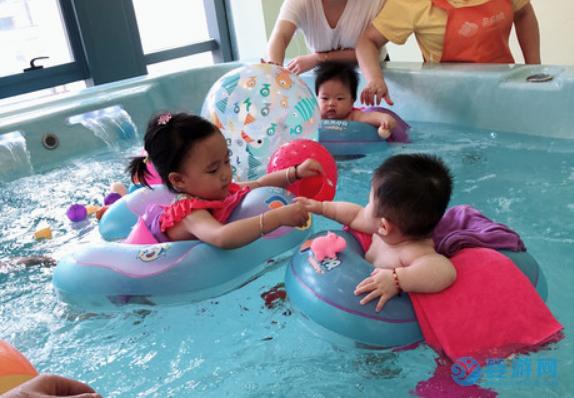 婴儿游泳馆要不要发展托育项目?值得一试