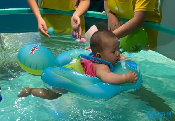 宝宝游泳,带给他的是强健的体魄+勇敢的心