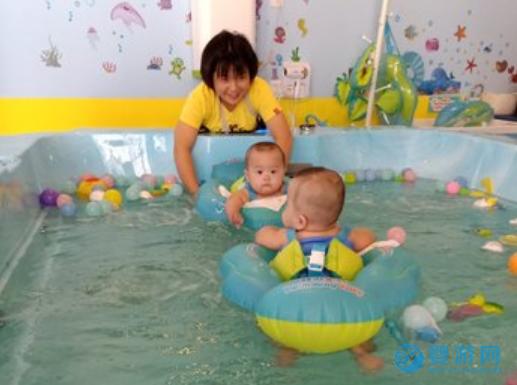 冬天宝宝的快乐源泉——婴幼儿游泳