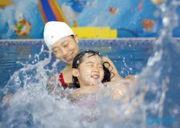 婴幼儿游泳的影响有多大、有多远,看完后忍不住转发
