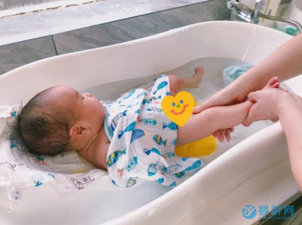 冬天宝宝洗澡后怎么护肤?这份攻略请收藏转发