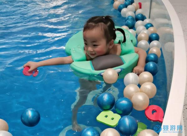 培养婴幼儿游泳的兴趣,很简单却大有作用