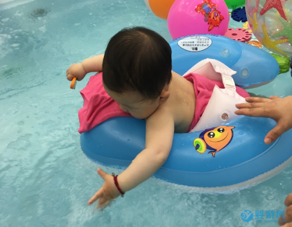 宝宝游泳不在于快、正规、时间长,只在于是否坚持