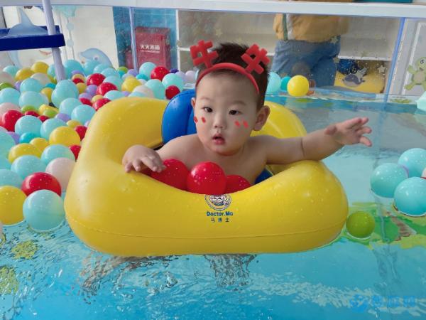 婴幼儿游泳改善睡眠质量,真不是一句空话