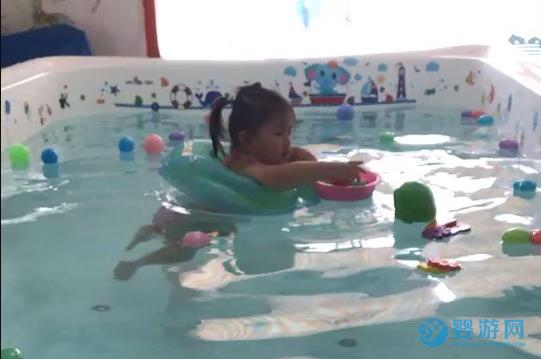 春天不知道带宝宝去哪里玩?去游泳是非常棒的选择