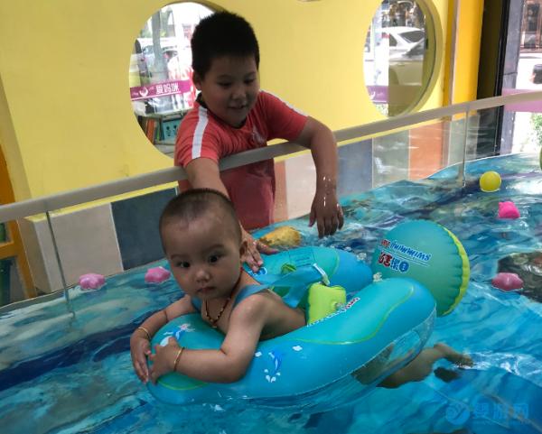 为什么聪明的家长都选择春天带宝宝去游泳