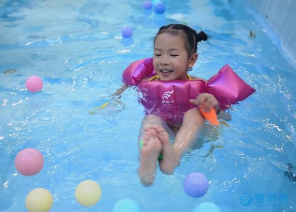为什么游泳的孩子都发育快且健康,快来了解