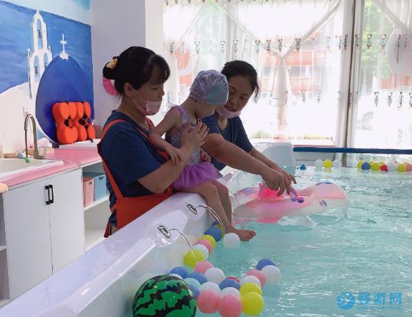 春天亲子运动好去处,就记准婴幼儿游泳馆