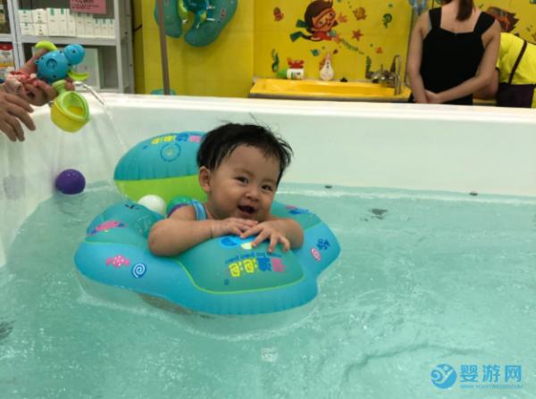 看了这些关于游泳的规定,才知道婴幼儿游泳有多重要