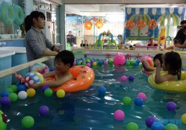 你对婴幼儿游泳不离不弃,它还你意外惊喜