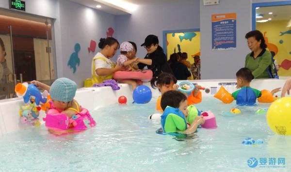 春天多带宝宝游泳提升免疫力,减少感冒几率