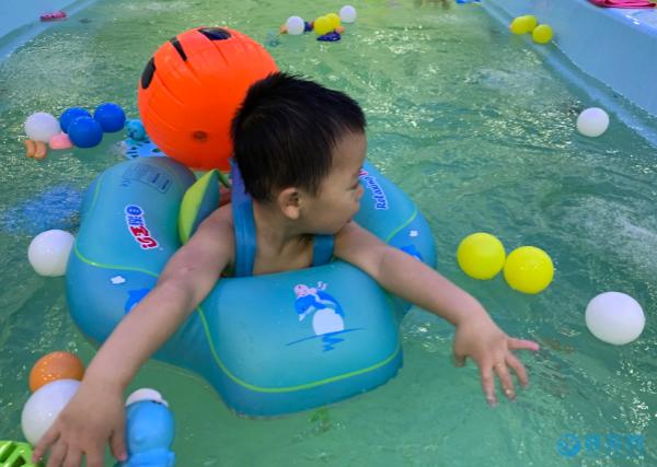 为什么建议多带孩子游泳,这些好处就是最好的理由
