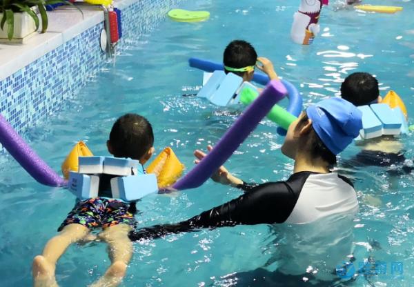 婴儿游泳馆做引流用哪些礼品比较合适