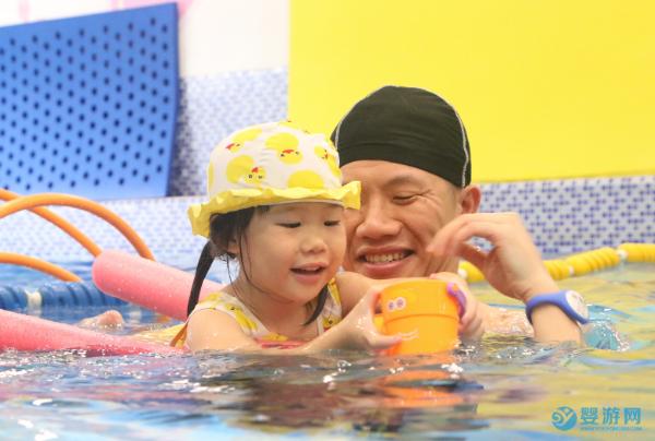 带孩子去游泳,是六一送给Ta最好的礼物