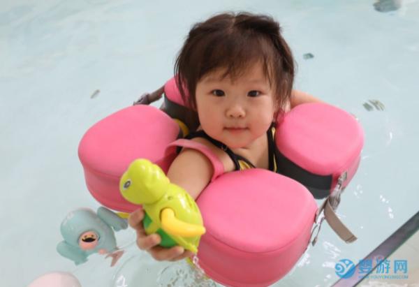 夏天带宝宝去游泳馆,清凉、欢乐还能健身