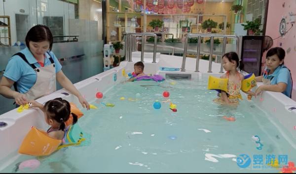 给宝宝在婴幼儿游泳馆办卡,这几点要了解