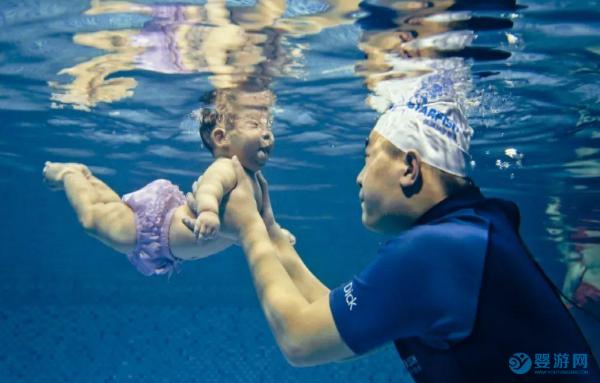 夏季宝宝的游泳必修课,你给孩子上了吗