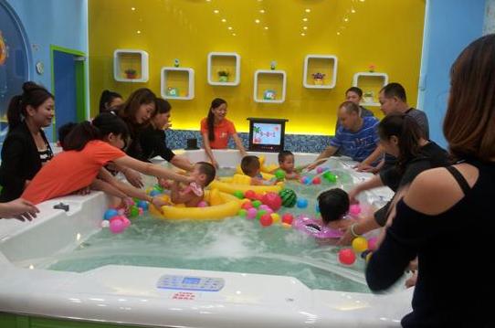 活动不停、员工疲倦,婴儿游泳馆要如何走出困境