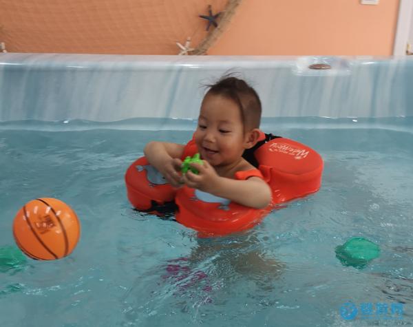 如何让孩子爱上游泳,这几个方法很好用