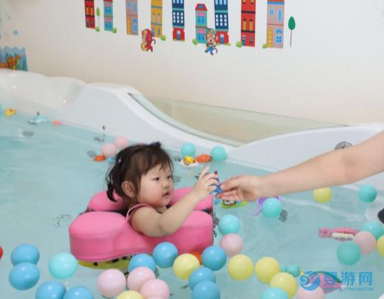为什么国内的婴幼儿最应该是游泳,而不是胎教/早教班