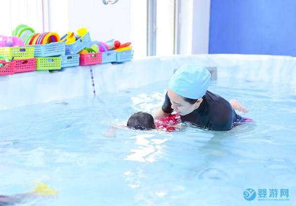 天气越热顾客越懒,婴儿游泳馆怎么把顾客引入店内