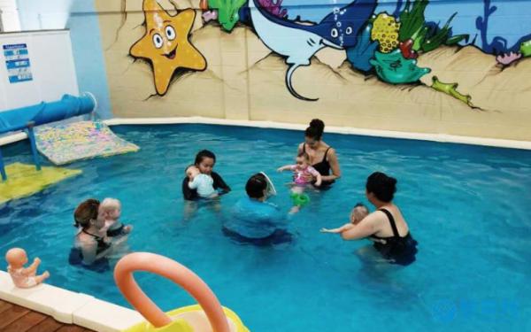 关于婴幼儿游泳的科研,世界各国从没有停止过