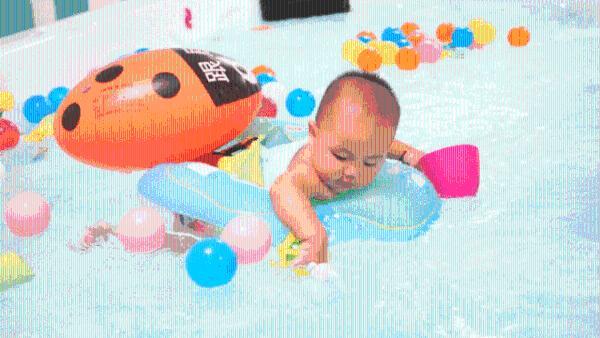 如何培养孩子的水感,这个夏天肯定用得上