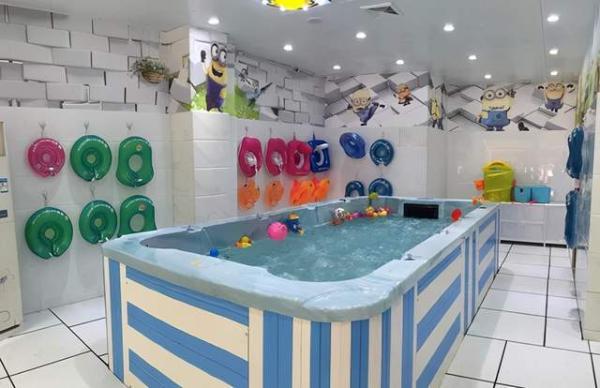 夏天太热顾客不进店婴儿游泳馆该怎么办
