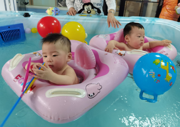 夏天婴幼儿游泳不能贪多,正确的频率应该是